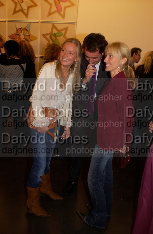 Martha Ward, Tim jefferies and Alexandra von Furstenburg. Matthew Mellon celebrates Famous Feet, Hamiltons Gallery. 22 November 2004. SUPPLIED FOR ONE-TIME USE ONLY> DO NOT ARCHIVE. © Copyright Photograph by Dafydd Jones 66 Stockwell Park Rd. London SW9 0DA Tel 020 7733 0108 www.dafjones.com
