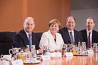 14 MAR 2018, BERLIN/GERMANY:<br /> Olaf Scholz, SPD, Bundesminister der Finanzen, Angela Merkel, MdB, CDU, Bundeskanzlerin, Helge Braun, MdB, CDU, Chef des Bundeskanzleramtes und Bundesminister fuer besondere Aufgaben, Hendrik Hoppenstedt, CDU, Staatsminister fuer die Bund-L&auml;nder-Beziehungen, vor Beginn der ersten Sitzung des Kabinetts Merkel IV, Kabinettsaal, Bundeskanzleramt<br /> IMAGE: 20180314-02-037<br /> KEYWORDS: Kabinett, Kabinettsitzung, Sitzung,, neues Kabinett