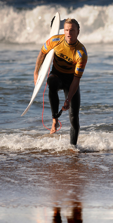 Australian surfer Chris Davidson, takes part in the Billabong Pro Mundaka 2009, in the northern Spanish Basque village of Sopelana, on October 13, 2009. Photo Rafa Rivas