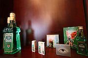 Jindrichuv Hradec/Tschechische Republik, Tschechien, CZE, 31.08.2007: Das Unternehmen Hill&acute;s Liquere S.R.O. wurde 1920 von Albin Hill  gegr&uuml;ndet. Die Tradition wurde 1947 von Radomil Hill weitergef&uuml;hrt - heute wird das Unternehmen von seiner Tochter Ilona Musialova geleitet. Ausstellung im Hill&acute;s Spirituosen Gesch&auml;ft in der Innenstadt von Jindrichuv Hradec. <br /> <br /> Jindrichuv Hradec/Czech Republic, CZE, 31.08.2007: Albin Hill established Hill's Liguere in 1920. He started out as a wine wholesaler and soon after he began producing his own liquor and liqueurs. In 1947 his son Radomil Hill continues this tradition and today his daughter Ilona Musialova is leading the company. Exhibition at Hill's liquere shop in the city centre of Jindrichuv Hradec.