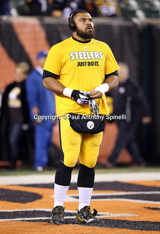 "Pittsburgh Steelers defensive end Cameron Heyward (97) puts on his gloves while wearing a ""just do it"" shirt before the NFL AFC Wild Card playoff football game against the Cincinnati Bengals on Saturday, Jan. 9, 2016 in Cincinnati. The Steelers won the game 18-16. (©Paul Anthony Spinelli)"