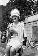 "06/06/1962<br /> 06/06/1962<br /> 06 June 1962<br /> College Races at Trinity College, Dublin. Strawberries and cream for Etain Yardley  a student at T.C.D. who won the ""Miss Elegance"" competition at the College Races at College Park, Dublin."
