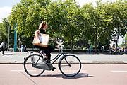In Utrecht fietst een vrouw met een doos van een webwinkel door de binnenstad.<br /> <br /> In Utrecht cyclist ride at the city center.