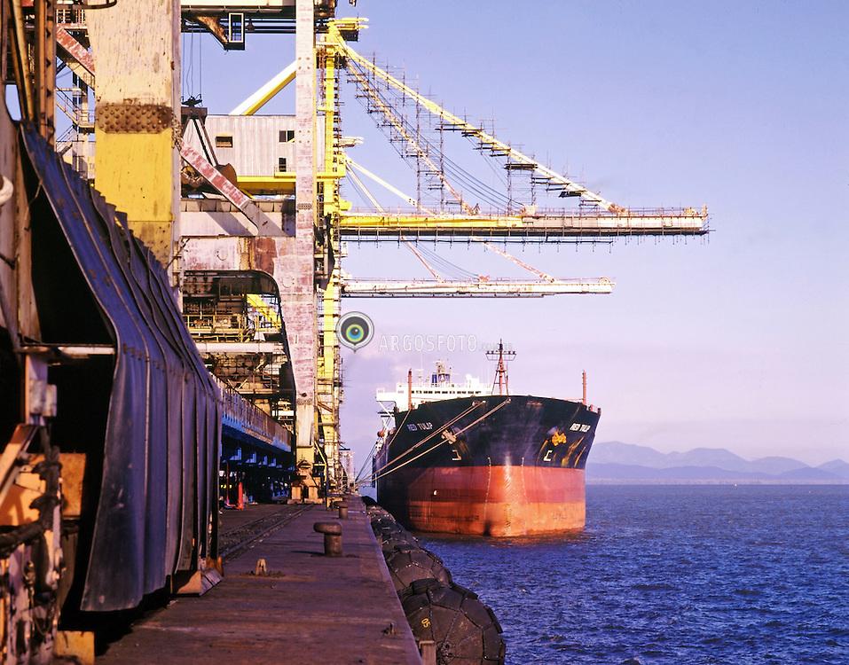 Porto de Itaguai (Porto de Sepetiba)/ Itaguai Port (Sepetiba Port). Porto de Itaguai tambem denominado Porto de Sepetiba eh um porto localizado na cidade de Itaguai, no estado do Rio de Janeiro. Inaugurado no dia 7 de maio de 1982, eh um dos maiores e mais modernos portos da America Latina. Sera o primeiro Hub Port, ou seja, Porto Concentrador de Cargas do Atlantico Sul / The port is located in the Itaguai city in the state of Rio de Janeiro. It was inaugureted in 1982 and it's one of the biggest and modern ports of Latin America. It will be the first Hub Port of the South Atlantic.