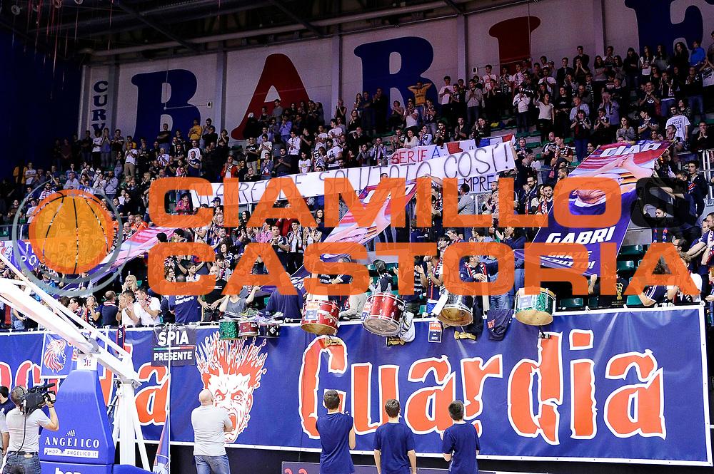 DESCRIZIONE : Biella LNP DNA Gold 2014-15 Angelico Biella Moncada Energy Group Agrigento<br /> GIOCATORE : tifosi Fioretti<br /> CATEGORIA : tifosi<br /> SQUADRA : Angelico Biella<br /> EVENTO : Campionato LNP Adecco Gold 2014-15<br /> GARA : Angelico Biella Moncada Energy Group Agrigento<br /> DATA : 30/11/2014<br /> SPORT : Pallacanestro<br /> AUTORE : Agenzia Ciamillo-Castoria/Max.Ceretti<br /> Galleria : LNP DNA Gold 2014-2015<br /> Fotonotizia : Biella LNP DNA Gold 2014-15 Angelico Biella Moncada Energy Group Agrigento<br /> Predefinita :