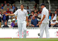 Photo © ANDREW FOSKER / SPORTZPICS 2008 - Steve Harmison (L) and captain Kevin Pietersen (R) discuss field placings before rain stopped play   - England v South Africa - 09/08/08 - Fourth nPower Test Match -  Day 3 - The Brit Oval - London - UK - All rights reserved