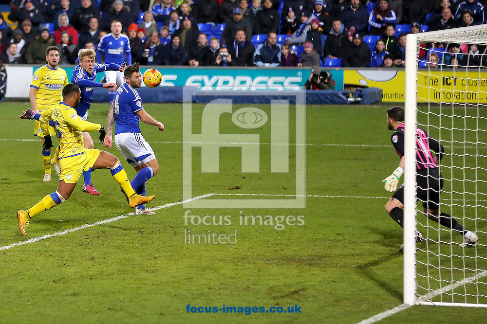 Daryl Murphy of Ipswich Town (right) scores the equalising goal during the Sky Bet Championship match at Portman Road, Ipswich<br /> Picture by Richard Calver/Focus Images Ltd +447792 981244<br /> 10/02/2015