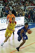 DESCRIZIONE : Frosinone Lega A2 2009-10 Playoff Finale Gara 2  Prima Veroli Banco di Sardegna Sassari<br /> GIOCATORE : Jason Rowe<br /> SQUADRA : Banco di Sardegna Sassari<br /> EVENTO : Campionato Lega A2 2009-2010<br /> GARA : Prima Veroli Banco di Sardegna Sassari<br /> DATA : 08/06/2010<br /> CATEGORIA : palleggio penetrazione<br /> SPORT : Pallacanestro <br /> AUTORE : Agenzia Ciamillo-Castoria/ElioCastoria<br /> Galleria : Lega Basket A2 2009-2010 <br /> Fotonotizia : Frosinone Campionato Italiano Lega A2 2009-2010 Playoff Finale Gara 2  Prima Veroli Banco di Sardegna Sassari<br /> Predefinita :