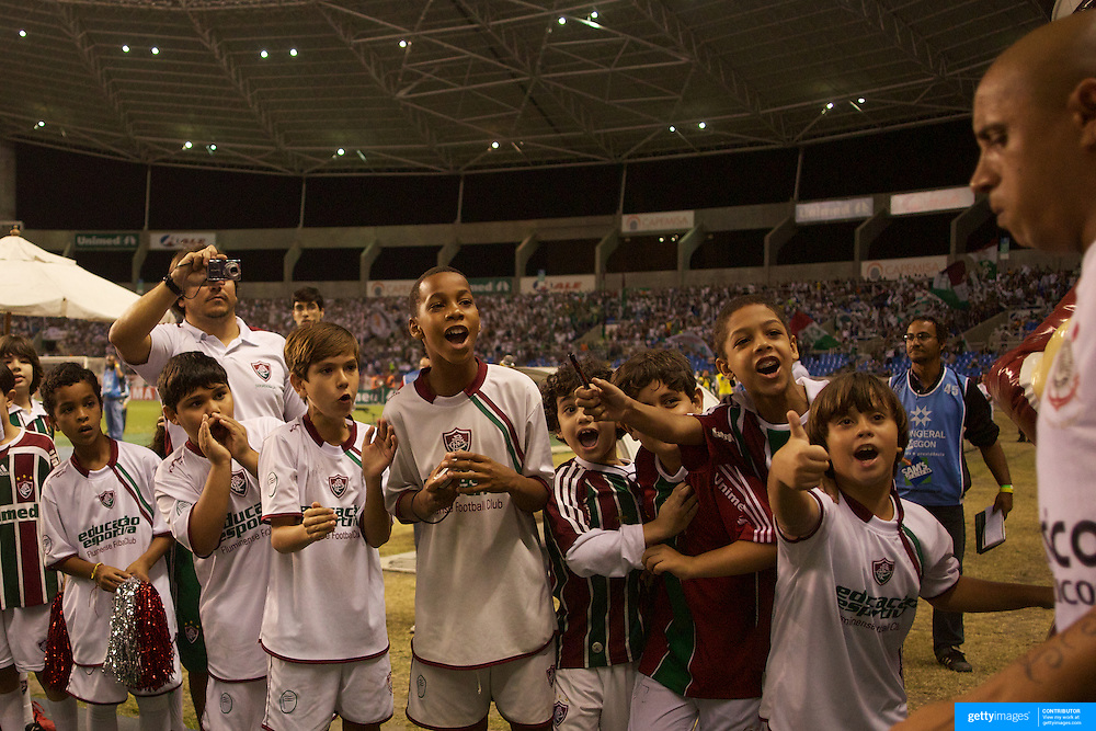Young Fluminense fans, forming a guard of honour for the players, show their delight at seeing Brazilian football legend Roberto Carlos as he takes the field for his club side Corinthians before the Fluminense V Corinthians Futebol Brasileirao League match at the Olympic Stadium, Rio de Janeiro. Corinthians won the match 2-1. Rio de Janeiro,  Brazil. 15th September 2010. Photo Tim Clayton.