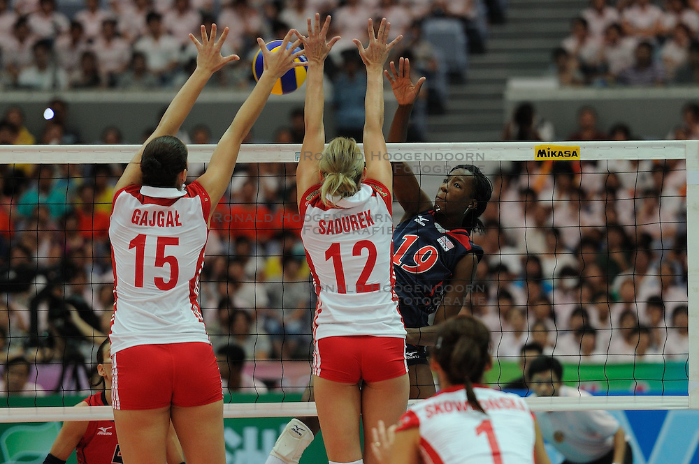 25-08-2010 VOLLEYBAL: WGP FINAL USA - POLAND: BEILUN NINGBO<br /> Destinee Hooker attacks<br /> &copy;2010-WWW.FOTOHOOGENDOORN.NL