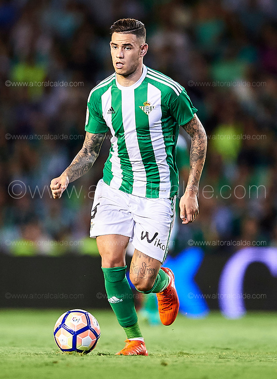SEVILLE, SPAIN - AUGUST 26:  Antonio Sanabria of Real Betis Balompie <br /> in action during the match between Real Betis Balompie v RC Deportivo La Coruna as part of La Liga at Estadio Ramon Sanchez Pizjuan on August 26, 2016 in Seville, Spain.  (Photo by Aitor Alcalde Colomer/Getty Images)
