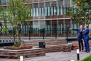 ROTTERDAM - Koning Willem-Alexander bij de opening van het vernieuwde Erasmus MC. Na twintig jaar voorbereiding en acht jaar bouwen is de renovatie van het Rotterdamse ziekenhuis. ANP ROYAL IMAGES ROBIN UTRECHT **NETHERLANDS ONLY**