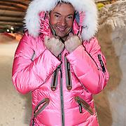 NLD/Zoetermeer/20130117 - Perspresentatie Vliegende Hollanders, Gerard Joling in roze ski jack met bontkraag