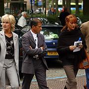 NLD/Laren/2005005 - Begrafenis Roy Beltman, Saskia en Serge, Lisa Boray en partner