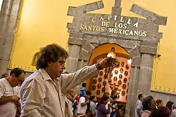 Mexico city: faithful in the Church of judas