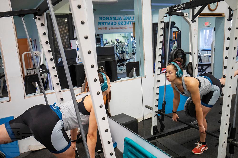 Het team traint in Peninsula, Californië, als voorbereiding op de wedstrijden. Het Human Power Team Delft en Amsterdam, dat bestaat uit studenten van de TU Delft en de VU Amsterdam, is in Amerika om tijdens de World Human Powered Speed Challenge in Nevada een poging te doen het wereldrecord snelfietsen voor vrouwen te verbreken met de VeloX 9, een gestroomlijnde ligfiets. Het record is met 121,81 km/h sinds 2010 in handen van de Francaise Barbara Buatois. De Canadees Todd Reichert is de snelste man met 144,17 km/h sinds 2016.<br /> <br /> With the VeloX 9, a special recumbent bike, the Human Power Team Delft and Amsterdam, consisting of students of the TU Delft and the VU Amsterdam, wants to set a new woman's world record cycling in September at the World Human Powered Speed Challenge in Nevada. The current speed record is 121,81 km/h, set in 2010 by Barbara Buatois. The fastest man is Todd Reichert with 144,17 km/h.