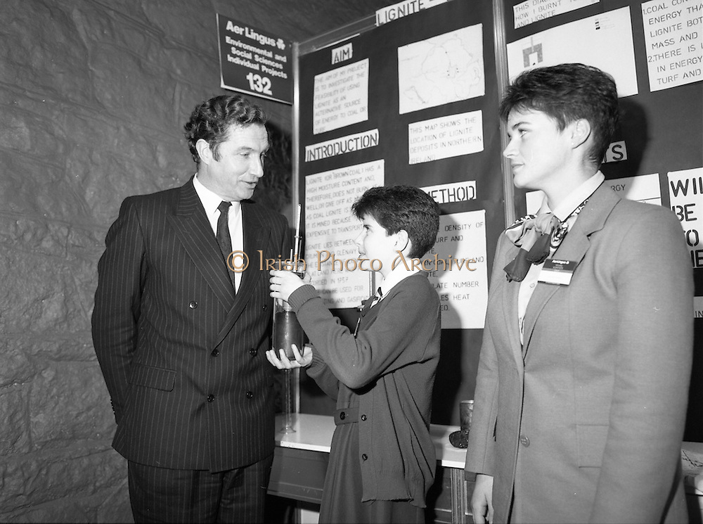 05/01/1989.01/05/1989.5th January 1989.The Aer Lingus Young Scientist of the Year Award at the RDS, Dublin..Picture shows Michael Smith, T.D., Minister for Energy with a pupil(unkown) and her exhibit in the Environmental and Social Science Section. Louise Curran of Aer Lingus is also in picture.