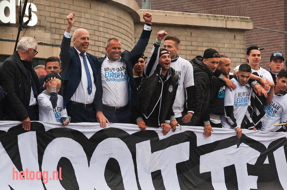 Nederland, Almelo 23mei2016 Huldiging Heracles na behalen europees voetbal. spelers en bobo's gingen op een open vrachtwagen van het Polman stadion naar het centrum van Almelo.