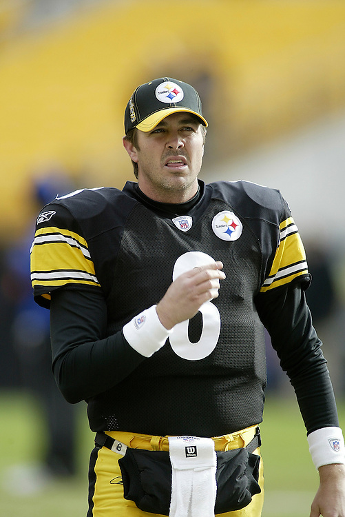 Quarterback Tommy Maddox of the Pittsburgh Steelers warms up before their 24-20 defeat to the Cincinnati Bengals on 11/30/2003. ©JC Ridley/NFL Photos.