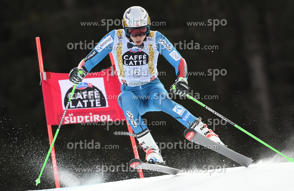 18.12.2016, Grand Risa, La Villa, ITA, FIS Weltcup Ski Alpin, Alta Badia, Riesenslalom, Herren, 1. Lauf, im Bild Henrik Kristoffersen (NOR) // in action during 1st run of men's Giant Slalom of FIS ski alpine world cup at the Grand Risa in La Villa, Italy on 2016/12/18. EXPA Pictures © 2016, PhotoCredit: EXPA/ Erich Spiess