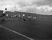 14/09/1960<br /> 09/14/1960<br /> 14 September 1960<br /> Soccer: League of Ireland v English Football League at Dalymount Park Dublin. Football League keeper Simms goes down to save against Leahy and Noonan (right).