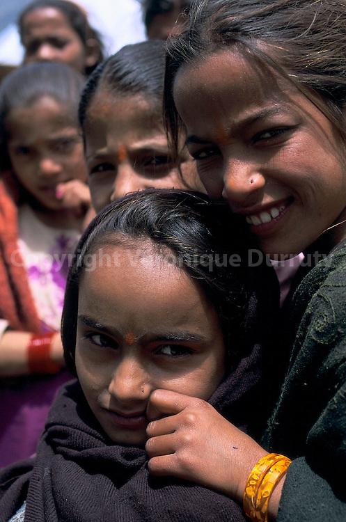 GROUPE D'ENFANTS INDIENS