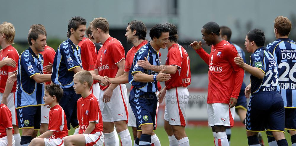 22-10-2006 VOETBAL: UTRECHT - DEN HAAG: UTRECHT<br /> FC Utrecht wint in eigenhuis met 2-0 van FC Den Haag / Michael Mols en edson Braafheid<br /> &copy;2006-WWW.FOTOHOOGENDOORN.NL