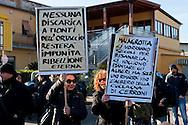 Roma, 6 Gennaio  2013..Manifestazione contro l'ipotesi della discarica a Monti dell'Ortaccio, dei cittadini di Valle Galeria, zona  dove è situata la  mega-discarica di Malagrotta...Rome, January 6, 2013..Demonstration against the hypothesis of the landfill to Monti dell'Ortaccio,of the  citizens of Valle Galeria area, an area that is already located the mega-landfill Malagrotta...