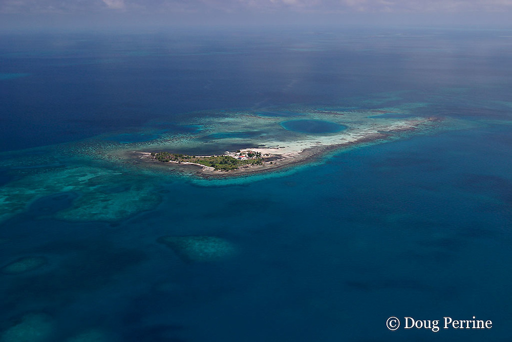 Little Water Caye, showing Friends of Nature research station that houses rangers and researchers working at<br /> Gladden Spit &amp; Silk Cayes Marine Reserve, inside Belize Barrier Reef, near Placencia, Stann Creek District, Southern Belize, Central America ( Caribbean Sea )