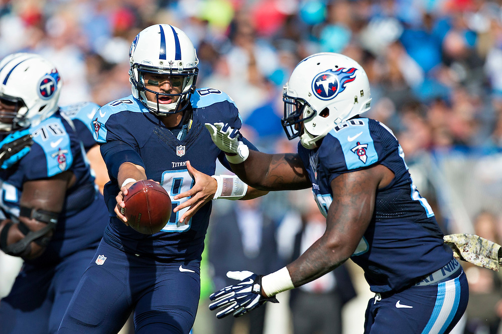 NASHVILLE, TN - NOVEMBER 15:  Marcus Mariota #8 makes a hand off to Antonio Andrews #26 of the Tennessee Titans during a game against the Carolina Panthers at Nissan Stadium on November 15, 2015 in Nashville, Tennessee.  (Photo by Wesley Hitt/Getty Images) *** Local Caption *** Marcus Mariota; Antonio Andrews