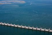 Nederland, Zeeland, Oosterschelde, 12-06-2009; Detail stormvloedkering tussen Noord-Beveland en Schouwen (linksboven). Doordat de getijdewerking in de Oosterschelde kleiner is dan voorheen, de zogenaamde 'zandhonger', worden de zandplaten steeds kleiner..Storm surge barrier in Oosterschelde (East Scheldt), between Islands of Schouwen-Duiveland and Noord-Beveland; North Sea on this side of the barrier. Under normal circumstances the barrier is open to allow for the tide to enter and exit. In case of high tides in combination with storm, the slides are closed..As a result of the reduction of tidal height no new sand is deposited on the sand bars which slowly erode, causing environmental problems.Swart collectie, luchtfoto (25 procent toeslag); Swart Collection, aerial photo (additional fee required).foto Siebe Swart / photo Siebe Swart