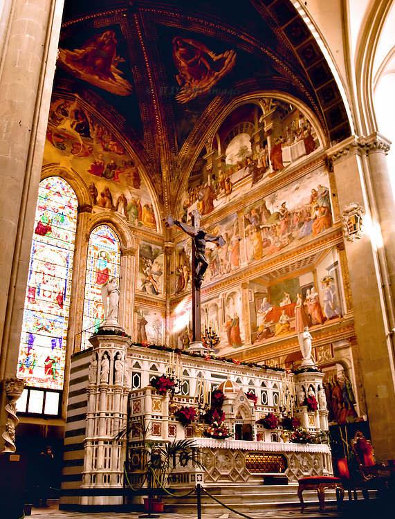 A few years after the Sassetti Chapel, Girlandaio decorated the Tornabuoni Chapel in the apse of Santa Maria Novella.  The subject is the life of John the Baptist, 1485-1490,  seen from the northern side of the nave.  Altar with wooden crucifix, decorated with pots of red poinsettias and candelabra as it is still the Christmas season.