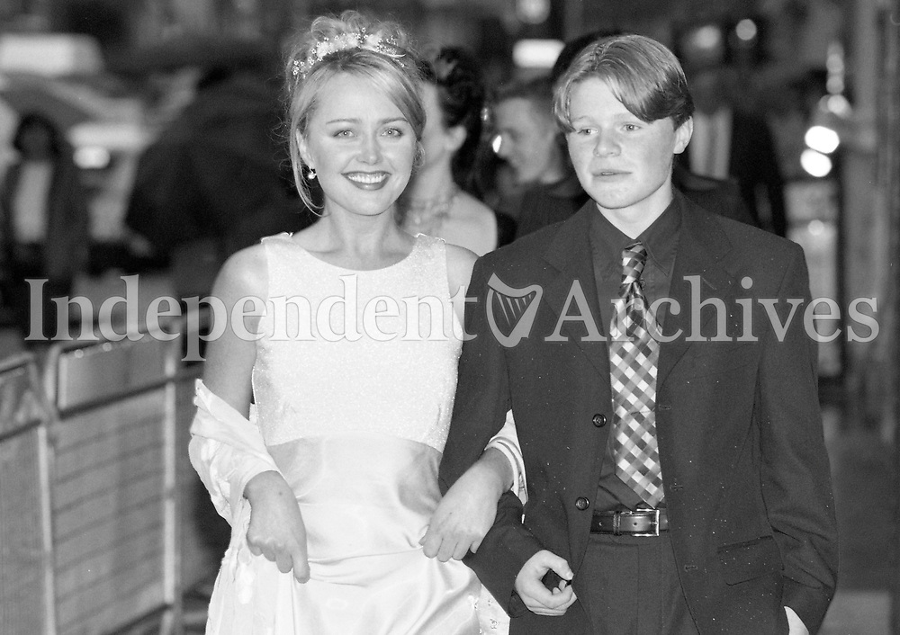 Actress Angeline Ball with Eamon Ownes who plays the young Martin Cahill in the Film The General arriving at the Movie Premier at the Savoy Cinema, Dublin, 27/05/1998 (Part of the Independent Newspapers Ireland/NLI Collection).
