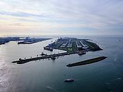 Nederland, Zuid-Holland, Rotterdam, 14-09-2019; Yangtzehaven met Maasvlakte Olie Terminal (MOT), links de drie tanks van Gate terminal. Gate terminal voor dient voor LNG import.<br /> Yangtzehaven with Maasvlakte Oil Terminal (MOT), including the three tanks of the Gate terminal for LNG import.<br /> <br /> luchtfoto (toeslag op standard tarieven);<br /> aerial photo (additional fee required);<br /> copyright foto/photo Siebe Swart