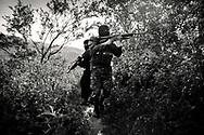 Military and police anti-gang in search of a gang by the field Panchinalco<br /> Militares y Policia anti pandillas en la busqueda de un pandillero por el campo de Panchinalco