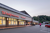 Exterior image of Pittsburgh retail center McKnight-Siebert Shopping Center in PA by Jeffrey Sauers of Commercial Photographics