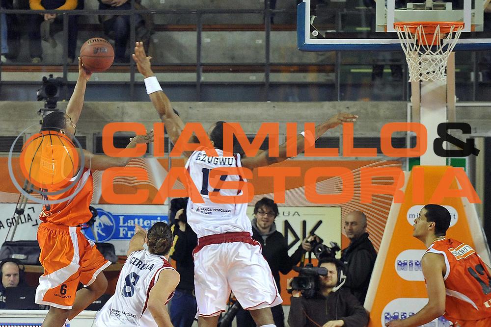 DESCRIZIONE : Udine Lega A2 2010-11 Snaidero Udine Assigeco BPL Casalpusterlengo<br /> GIOCATORE : Clint Cotis Harrison<br /> SQUADRA : Snaidero Udine<br /> EVENTO : Campionato Lega A2 2010-2011<br /> GARA : Snaidero Udine Assigeco BPL Casalpusterlengo<br /> DATA : 20/02/2011<br /> CATEGORIA : Tiro<br /> SPORT : Pallacanestro <br /> AUTORE : Agenzia Ciamillo-Castoria/S.Ferraro<br /> Galleria : Lega Basket A2 2010-2011 <br /> Fotonotizia : Udine Lega A2 2010-11 Snaidero Udine Assigeco BPL Casalpusterlengo<br /> Predefinita :