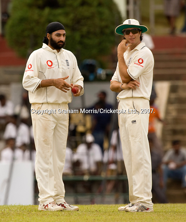 Captain Michael Vaughan brings himself on to bowl instead of Monty Panesar (left) during the first Test Match between Sri Lanka and England at the Asgiriya Stadium, Kandy. Photograph © Graham Morris/cricketpix.com (Tel: +44 (0)20 8969 4192; Email: sales@cricketpix.com)