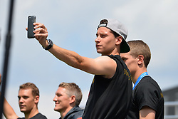 15.07.2014, Brandenburger Tor, Berlin, GER, FIFA WM, Empfang der Weltmeister in Deutschland, Finale, im Bild Julian Draxler (GER) mit Selfie // during Celebration of Team Germany for Champion of the FIFA Worldcup Brazil 2014 at the Brandenburger Tor in Berlin, Germany on 2014/07/15. EXPA Pictures © 2014, PhotoCredit: EXPA/ Eibner-Pressefoto/ Harzer  *****ATTENTION - OUT of GER*****