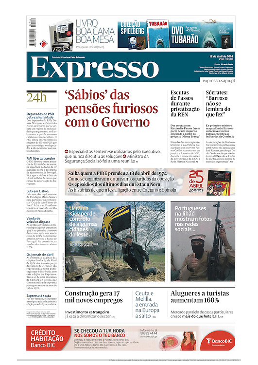 """Tearsheet (cover) of """"Tensions in eastern Ukraine"""" published in Expresso"""
