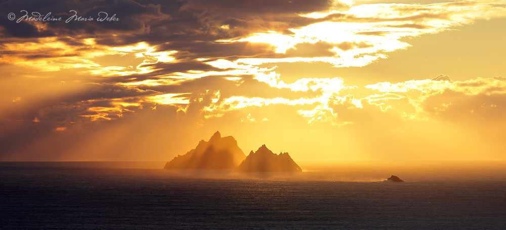 Golden Sunset at Skelligs, County Kerry, Ireland / skm0001 ****** <br /> <br /> Visit &amp; browse through my Photography &amp; Art Gallery, located on the Wild Atlantic Way &amp; Skellig Ring between Waterville and Ballinskelligs (Skellig Coast R567), only 3 minutes from the main Ring of Kerry road.<br /> https://goo.gl/maps/syg6bd3KQtw<br /> <br /> ******<br /> <br /> Contact: 085 7803273 from an Irish mobile phone or +353 85 7803273 from an international mobile phone