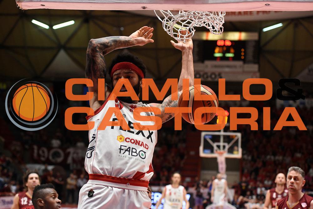 Terran Petteway<br /> The Flexx Pistoia Umana Reyer Venezia<br /> Lega Basket Serie A 2016/2017<br /> Playoff Quarti di finale Gara 4<br /> Pistoia 19/05/2017<br /> Foto Ciamillo-Castoria