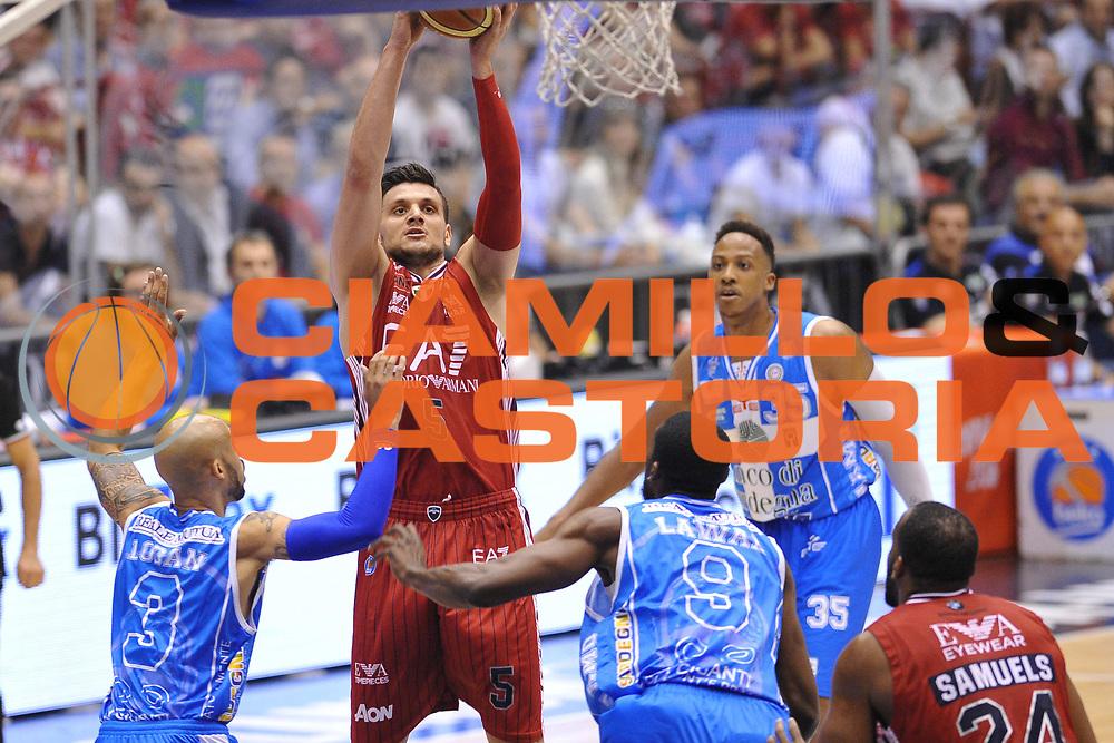 DESCRIZIONE : Milano Lega A 2014-15 EA7 Emporio Armani Milano vs Banco di Sardegna Sassari playoff Semifinale gara 1 <br /> GIOCATORE : Gentile Alessandro<br /> CATEGORIA : Tiro<br /> SQUADRA : EA7 Milano<br /> EVENTO : PlayOff Semifinale gara 1<br /> GARA : EA7 Emporio Armani Milano vs Banco di Sardegna SassariPlayOff Semifinale Gara 1<br /> DATA : 29/05/2015 <br /> SPORT : Pallacanestro <br /> AUTORE : Agenzia Ciamillo-Castoria/A.Scaroni<br /> Galleria : Lega Basket A 2014-2015 Fotonotizia : Milano Lega A 2014-15 EA7 Emporio Armani Milano vs Banco di Sardegna Sassari playoff Semifinale  gara 1 Predefinita :