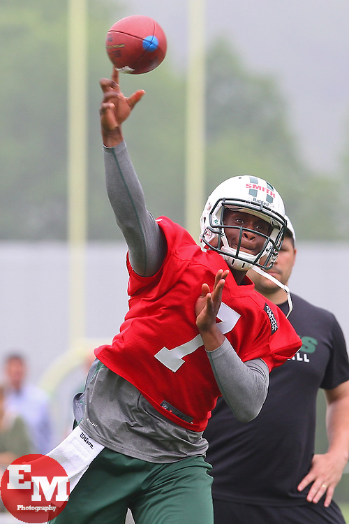 May 22, 2013; Florham Park, NJ, USA; New York Jets quarterback Geno Smith (7) throws a pass during the New York Jets organized team activities at the Atlantic Health Jets Training Center.