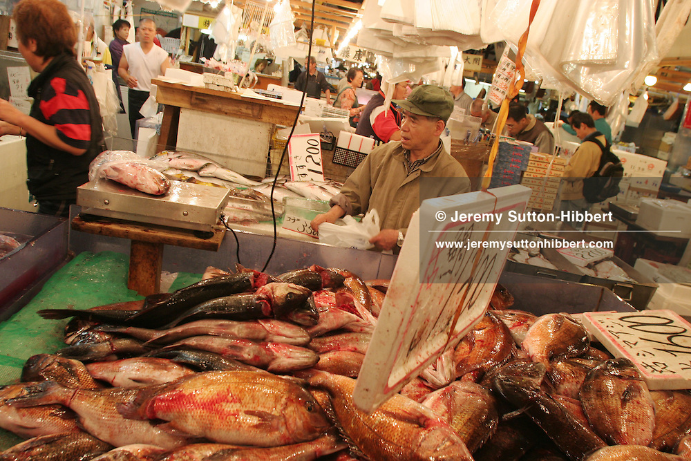 Tsukiji fish market,  Tokyo, Japan, 11.05.2006.