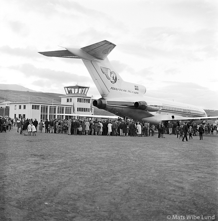 BIAR Akureyrarflugv&ouml;llur: Icelandair Gullfaxi Boeing 727 TF-FIE  &iacute; fyrsta skipti &aacute; Akureyrarflugv&ouml;ll,  /   <br /> BIAR Akureyri airport: Icelandairs first jet &quot;Gullfaxi&quot; Boeing 727  TF-FIE at its first arrival to Akureyri