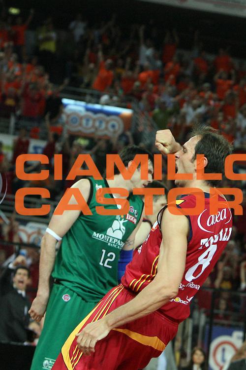 DESCRIZIONE : Roma Lega A1 2007-08 Playoff Finale Gara 3 Lottomatica Virtus Roma Montepaschi Siena<br /> GIOCATORE : Alessandro Tonolli<br /> SQUADRA : Lottomatica Virtus Roma<br /> EVENTO : Campionato Lega A1 2007-2008 <br /> GARA : Lottomatica Virtus Roma Montepaschi Siena <br /> DATA : 08/06/2008 <br /> CATEGORIA : esultanza<br /> SPORT : Pallacanestro <br /> AUTORE : Agenzia Ciamillo-Castoria/E.Castoria