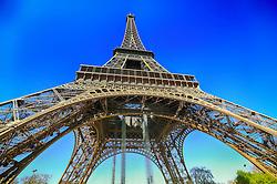 A Torre Eiffel é uma torre treliça de ferro do século XIX localizada no Champ de Mars, em Paris, foi construída como o arco de entrada da Exposição Universal de 1889. FOTO: Jefferson Bernardes/ Agência Preview