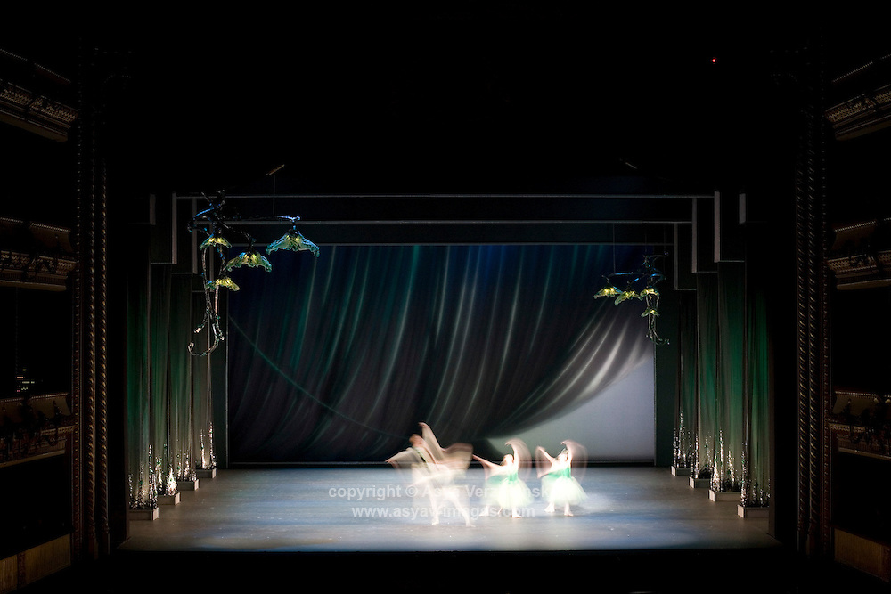 Royal Ballet in George Balanchine's Jewels.<br /> Sets by Jean Marc Puissant