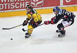 13.03.2018, Albert Schultz Halle, Wien, AUT, EBEL, Vienna Capitals vs HC TWK Innsbruck Die Haie, Playoff Viertelfinale, 3. Spiel, im Bild Rafael Rotter (UPC Vienna Capitals) und Morten Poulsen (HC TWK Innsbruck Die Haie) // during the Erste Bank Icehockey League 3rd round quarterfinal playoff match between Vienna Capitals and HC TWK Innsbruck Die Haie at the Albert Schultz Ice Arena, Vienna, Austria on 2018/03/13. EXPA Pictures © 2018, PhotoCredit: EXPA/ Thomas Haumer